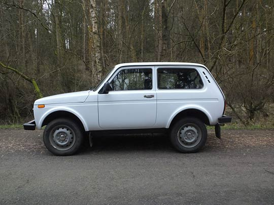Lada Niva Review Side View