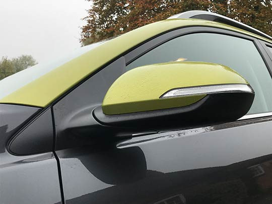 The Kia Stonic is designed with a personalised two-tone colour scheme with a contrasting shade for the roof and door mirrors